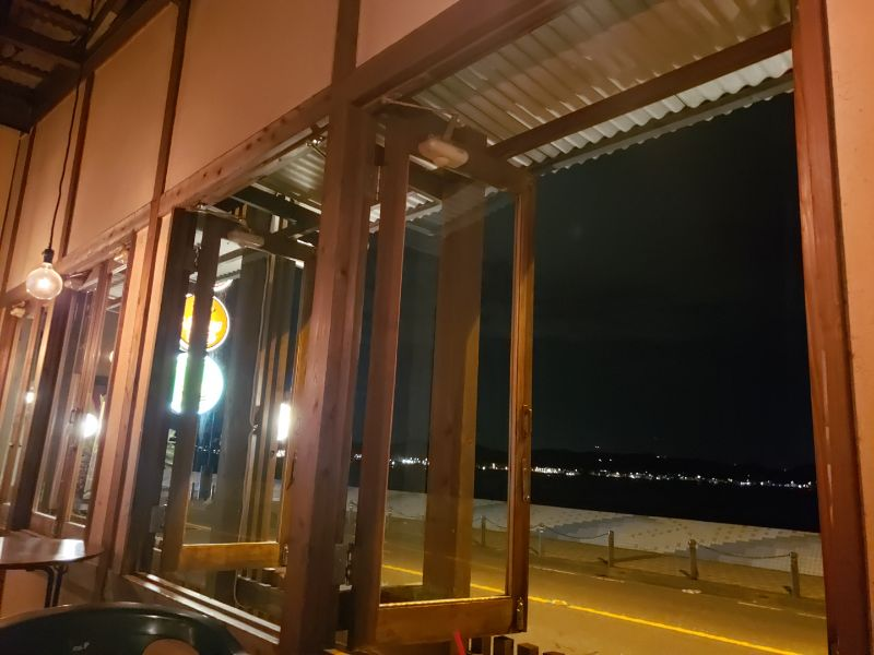 Venus Cafe。窓。